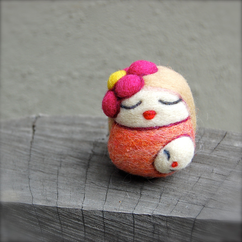 Needlefelted Blond Mama Egg with Child WOOLY asherjasper